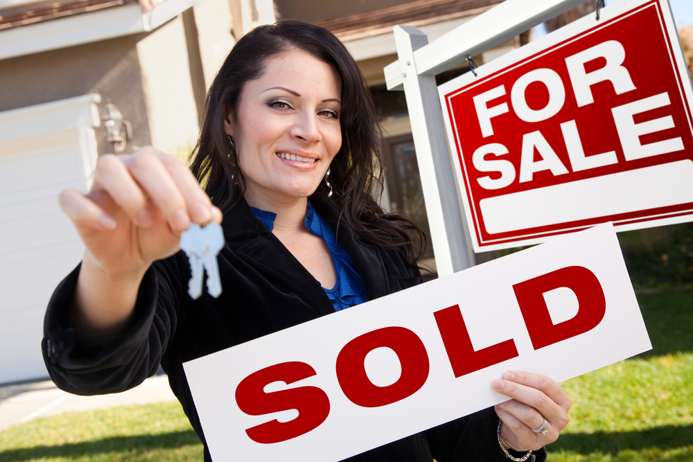 Female-Real-Estate-Agent-Sold-House